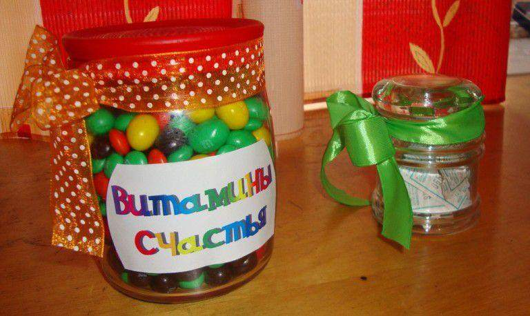 Как интересно подарить подарок подруге